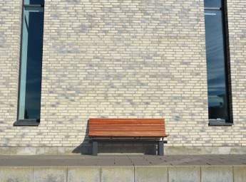 arki bænk foran mur